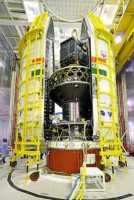 20 satellites dont Cartosat-2 juste avant la fermeture de la coiffe de la PSLV-C34 (credit ISRO)