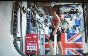 Tim Peake lors de sa participation au marathon de Londres le 24/04/2016 (credits NASA/ESA)