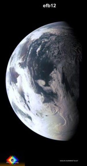 Photo traitée en couleurs du earth Fly By (survol de la Terre) de la sonde Juno le 9/10/2013 (credit NASA / JPL / MSSS / Gerald Eichstädt)