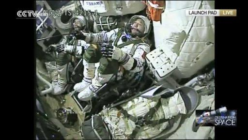 Jing Haipeng et Chend Dong à bord du vaisseau Shenzhou-11 (capture d'écran CCTV)