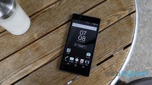 Sony-Xperia-Z5-grey-on-tabl-970-80.jpg