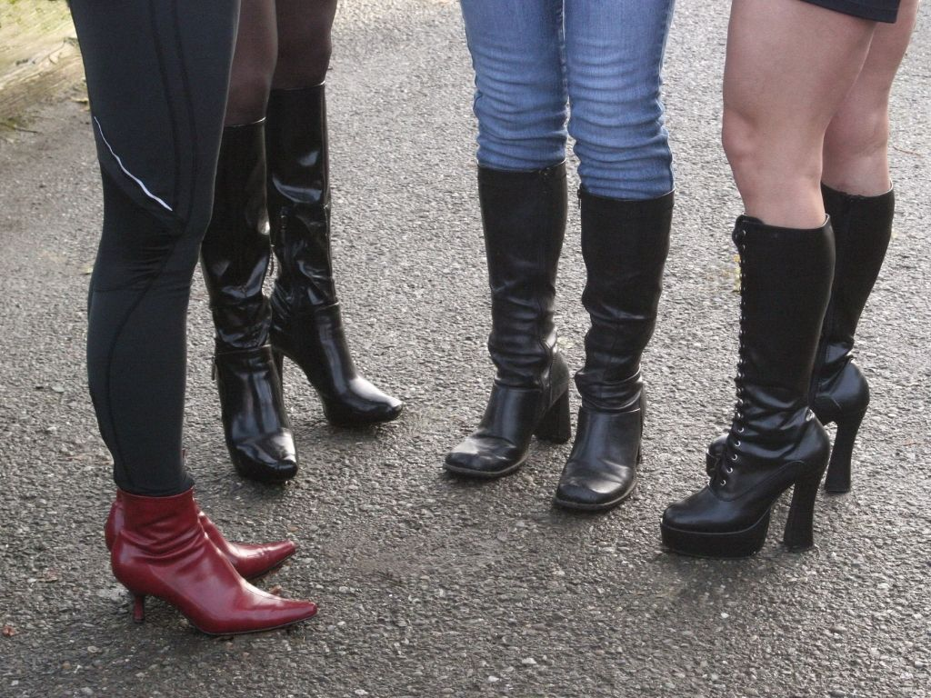 9. Kitten Heel Booties - Teenage Fashion Shoes Trend