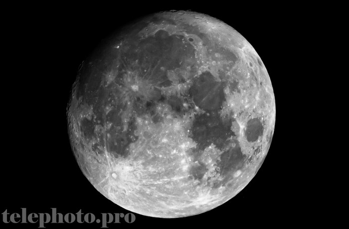 Almost full moon, 9-30-20, ISO 100, f/8, 1/250 sec, TAMRON 600mm at full focal length, image cropped and Photoshopped.