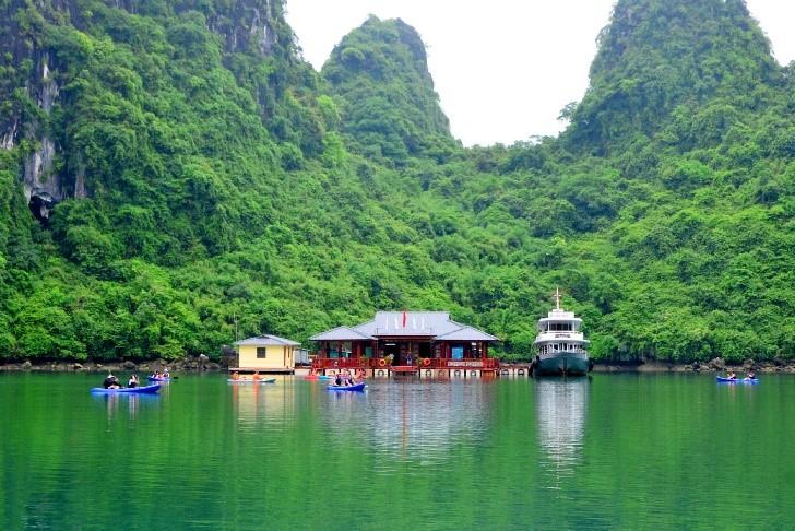 Thông tin chi tiết tuyến 3 tham quan vịnh Hạ Long – Trung tâm Văn hóa nổi Cửa Vạn, hang Tiên Ông, Hồ Ba Hầm