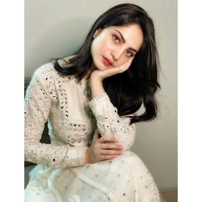 Ertugrul Actress And Neelum Muneer Exchange Love 4