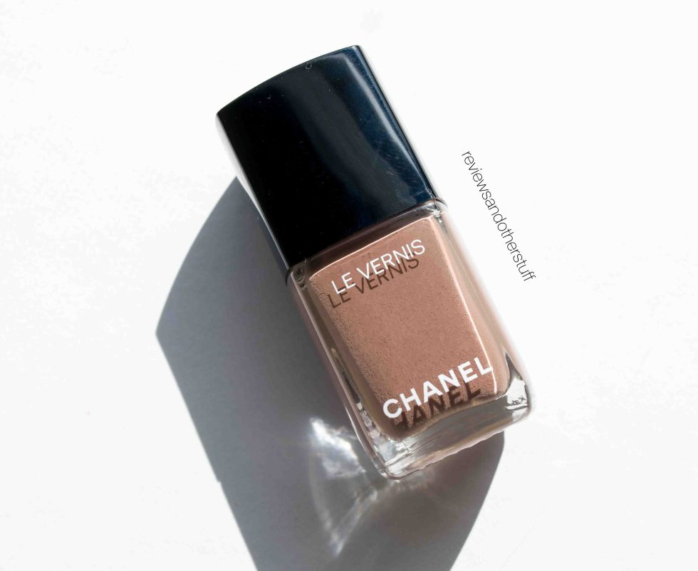 chanel le vernis particuliere longweer nail polish