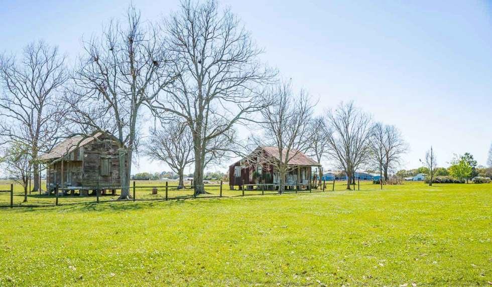 slaves cabin at laura plantation new orleans