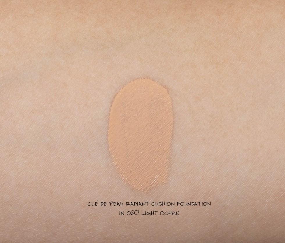 cle de peau radiant cushion foundation in O20 light ochre swatch