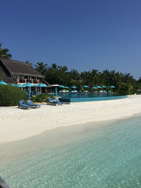 AQUA lounge and pool
