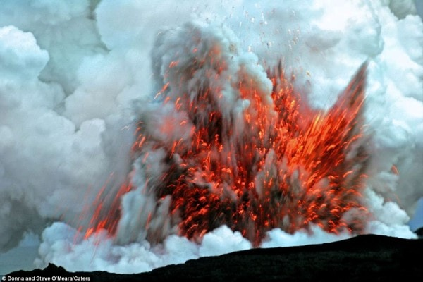 Violent volcanic eruption. Image by Dailymail.