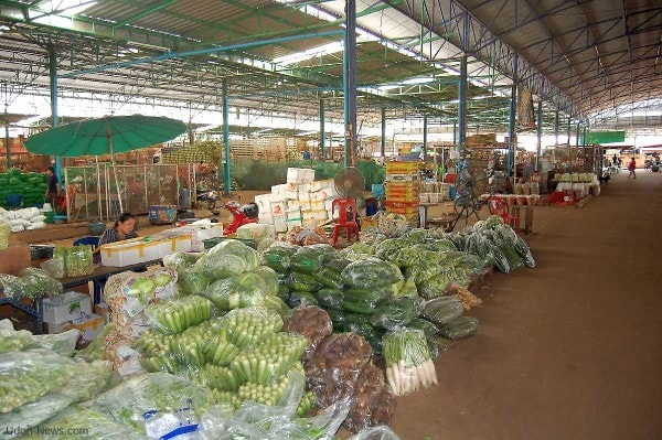 Vegetable and Fruit wholesale shop. Image credit udon-news.com