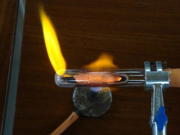 The reduction of copper using carbon. Image credit chemistrydemos.co.uk
