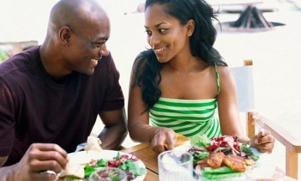 Couple having dinner. Image credit singleblackmale.org