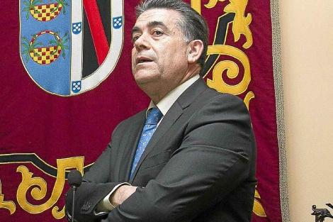 El regreso del almonteño Paco Bella al frente de un nuevo partido hace saltar las alarmas en el PSOE de Huelva