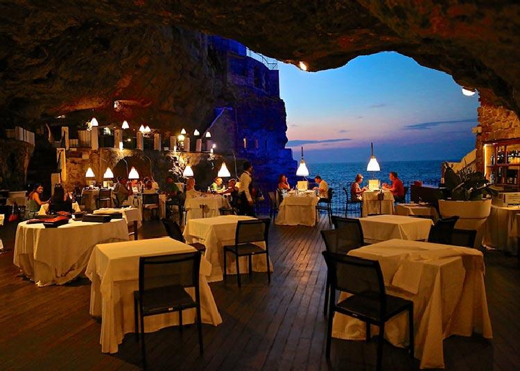 restaurante en italia en una gruta en maria orsini