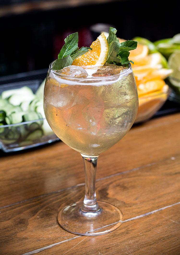 el coctel estrella del restaurante gin gin