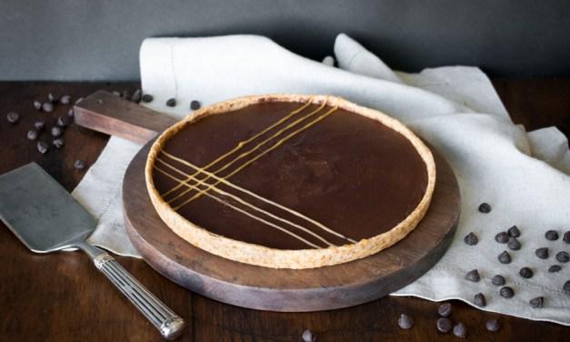 Tarta de chocolate con crema de cacahuate