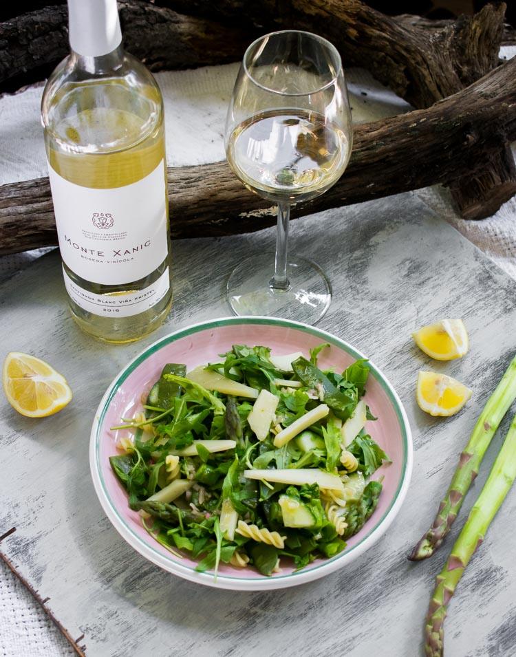 Platillos de verano y su maridaje: ensalada de espárragos y Manchego de Oveja con Monte Xanic Sauvignon Blanc Viña Kristel