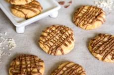 Receta de galletas de coco y chocolate con leche en revista Maria Orsini