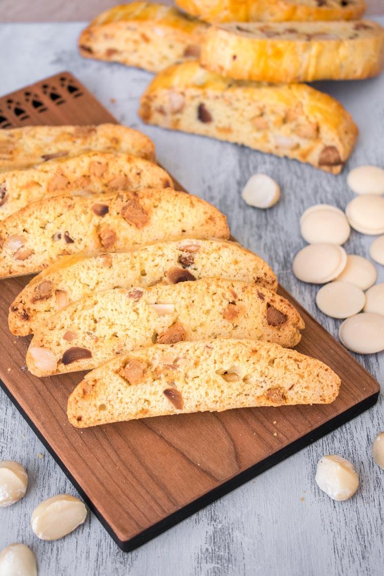 Receta de biscotti de chocolate blanco y macadamia en Maria Orsini