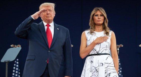 """Donald Trump de Ziua Independenței:""""Să rămânem mândri și să îngenunchem doar în fața lui Dumnezeu!"""" 2"""