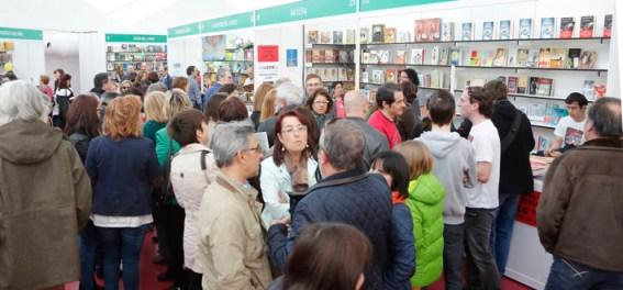 Aspecto de la firma de libros. Foto G. Villamil, publicada en El Norte de Castilla