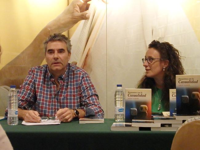 Luisjo Cuadrado y Noemí Valiente durante la presentación en la Casa del Libro. Fotogafía: Marco Temprano