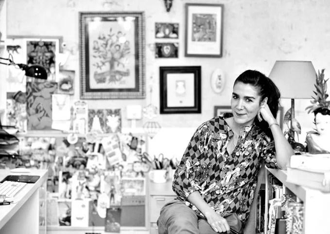 La diseñadora Catalina Estrada en su estudio.