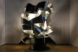 Lámpara del 7º Salón Académico de Diseño, realizada por estudiantes del programa de Diseño Industrial, Universidad El Bosque, 2014.