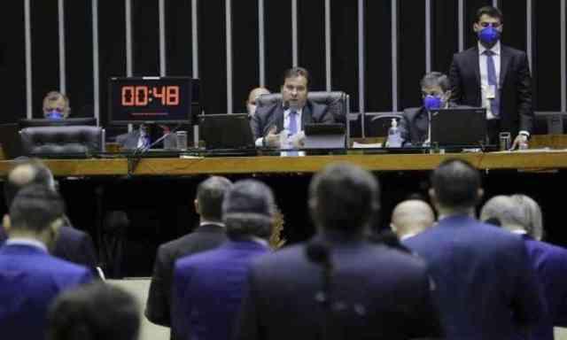 Câmara aprova auxílio de R$ 600 por mês para trabalhador informal ...