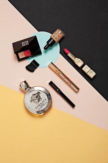 Duo de rubor - Givenchy Base líiquida - Isdin Labial mate - Guerlain Máscara de pestañas - YSL Delineador líquido - Lancôme Perfume Eros Pour Femme - Versace