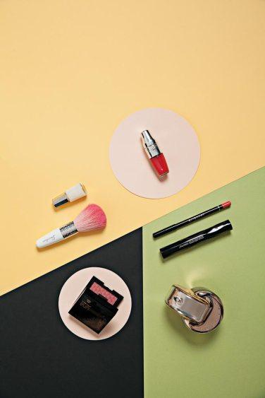 Labial Matte Shaker - Lancôme Esmalte - Mavala Brocha - Guerlain Lápiz para labios - Givenchy Máscara de pestañas - Shiseido Perfume Omnia - Bvlgari Rubor – Natura