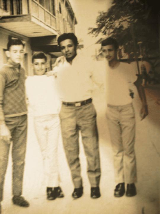 De izquierda a derecha: Joe, Johnny, Chale Noblecilla y Mañuco