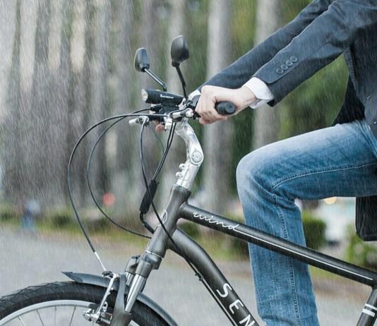 Na rua, na chuva, na limpeza... Bicicleta elétrica é à prova d'água?