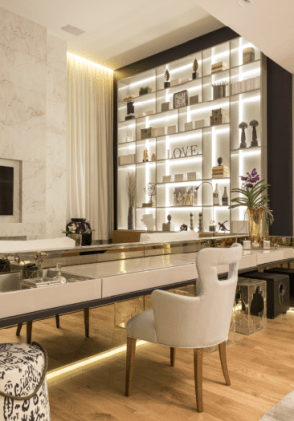 marcos-blehm-casa-cor-2016-hb-interiores-estante-com-iluminacao-flutuante