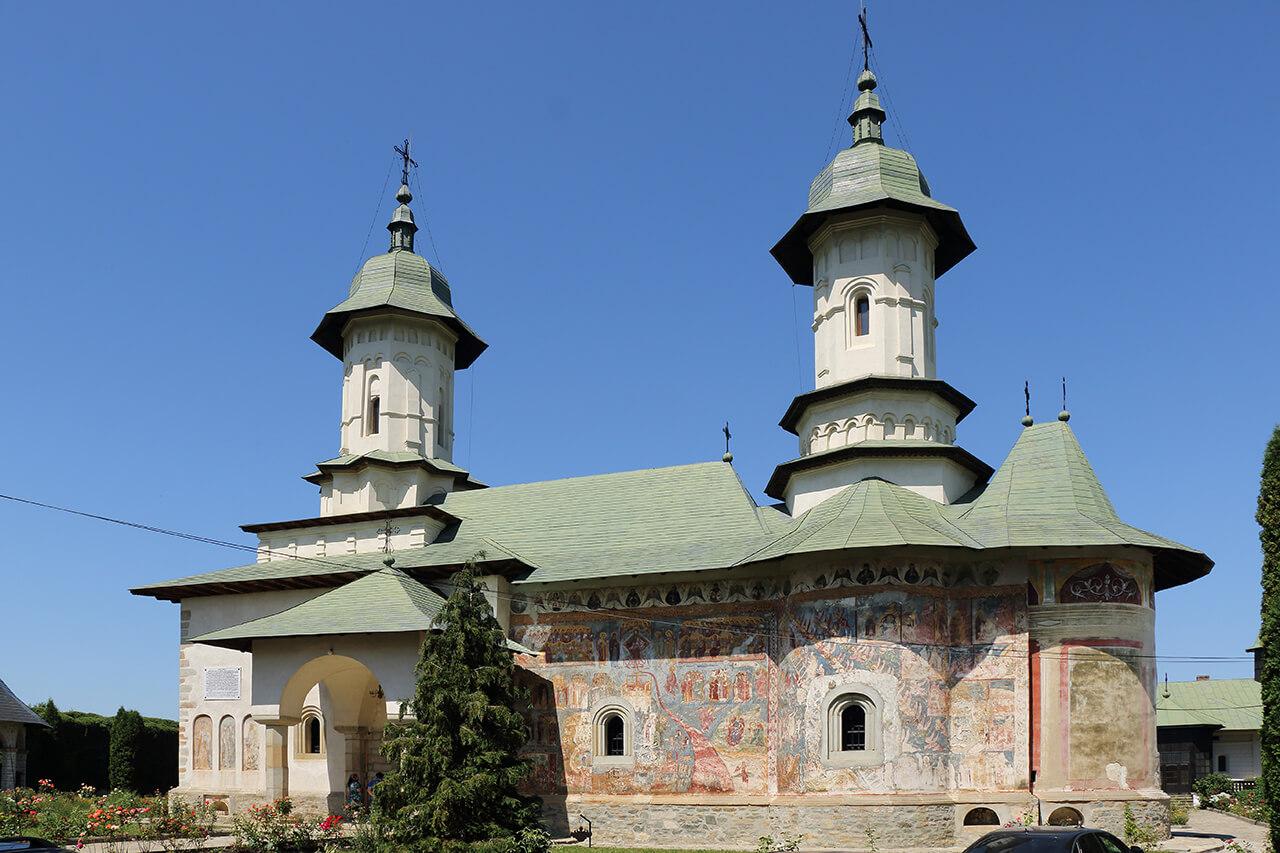 Râşca, mănăstirea din calea vulturilor