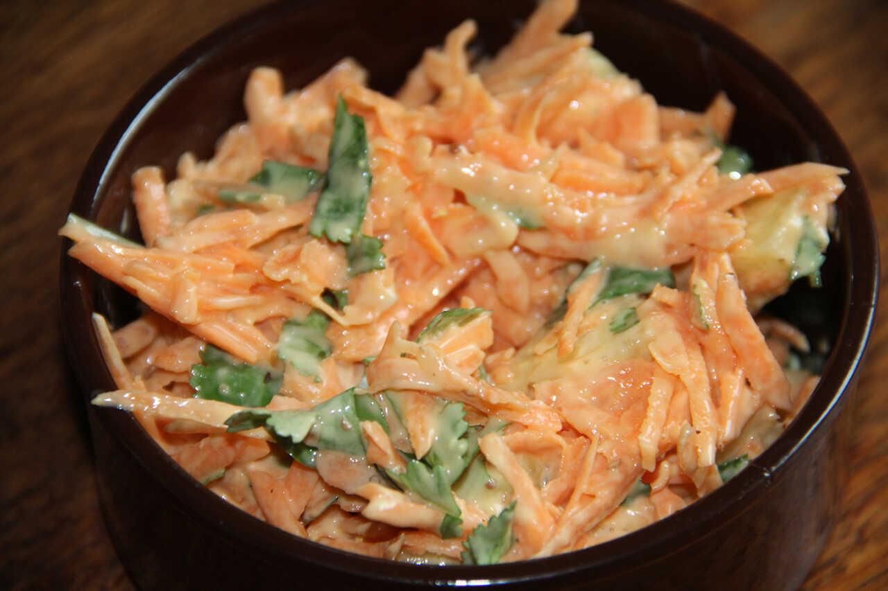 Salată de morcovi cu ananas şi coriandru