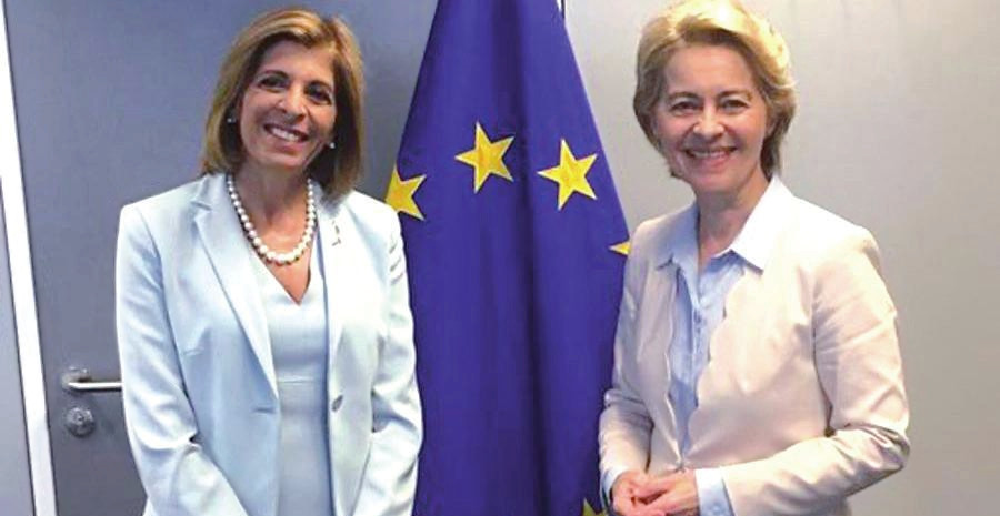 Stella Kyriakides y Úrsula von der Leyen