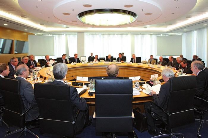 Del banco central y los tribunales: Derivas peligrosas