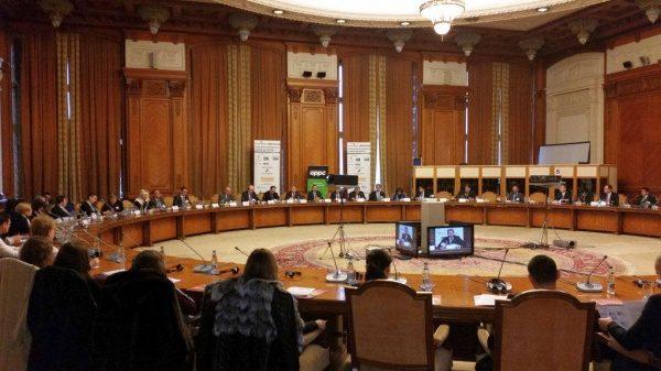 Comisia juridică a Camerei Deputaţilor: aviz favorabil iniţiativei cetăţeneşti de revizuire a Constituţiei pe tema definiţiei familiei