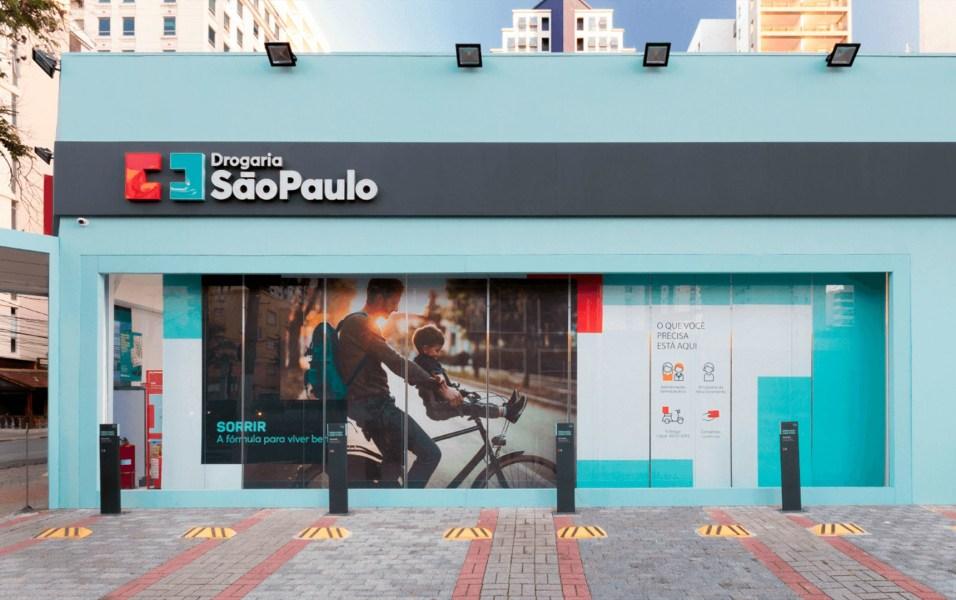 Drogaria São Paulo oferecendo campanha do agasalho