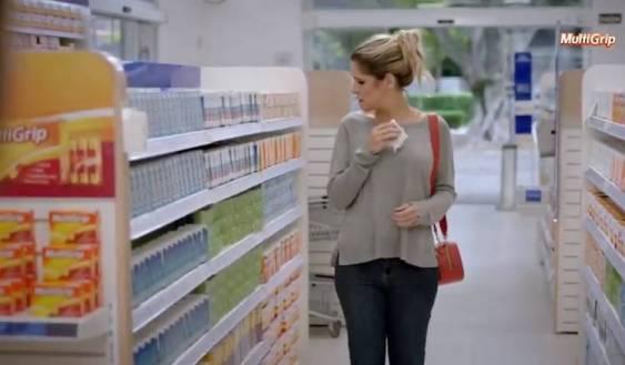 Ingrid Guimarães durante comercial do Multigrip, medicamento da EMS