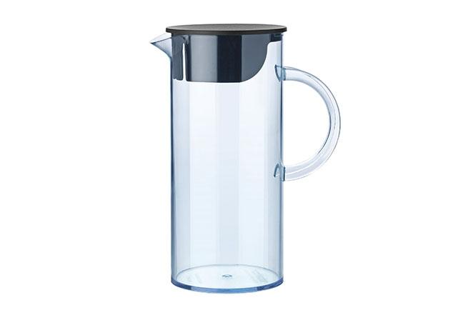 STELTON | Assinada pelo designer Erik Magnussen, a jarra EM está disponível nas cores azul e preto conferindo um toque super atual à mesa do dia a dia