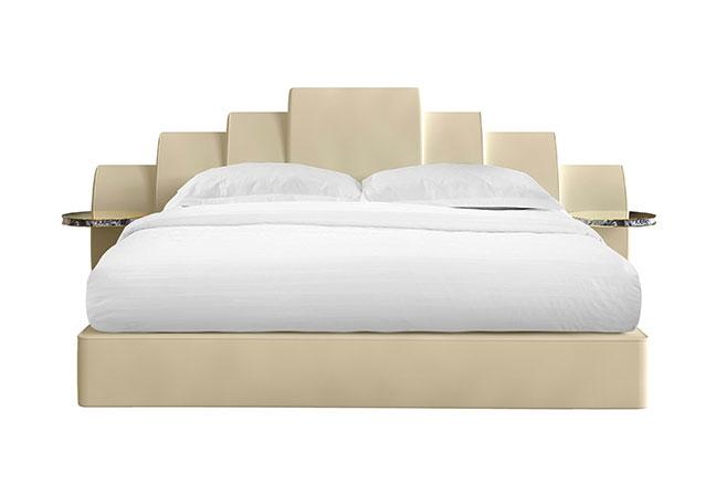 HOMMÉS STUDIO | Perfeita para dormitórios luxuosos e minimalistas, a cama Kara traz uma elegante cabeceira com mesinhas de apoio em aço inoxidável e mármore. Estofada em veludo, possui estrutura interior em madeira