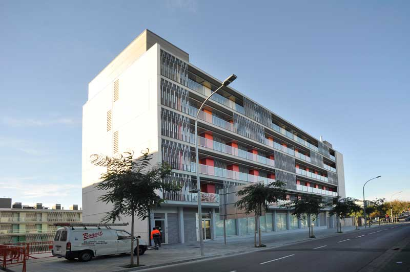 Del centenar de pisos de protección oficial, 13 están ocupados ilegalmente