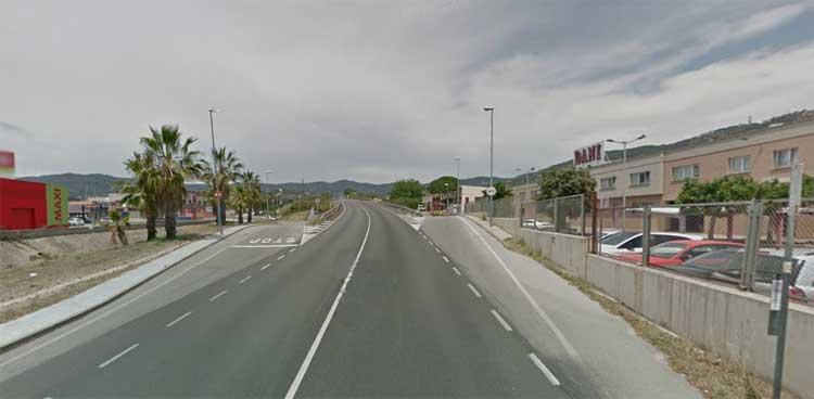 Entrada al polígono Els Garrofers, desde la carretera de Cabrils