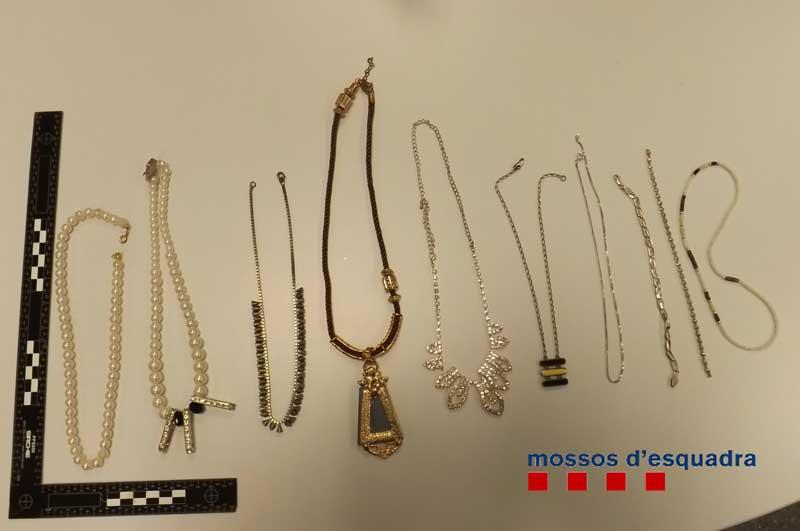 Parte de las joyas recuperadas por los Mossos
