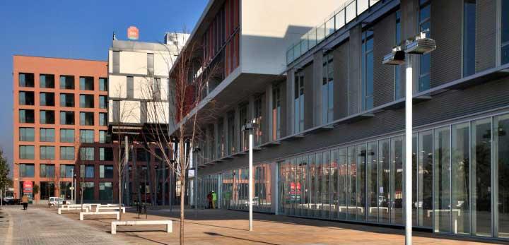 El edificio tuvo un sobrecoste de 7'5 millones de euros