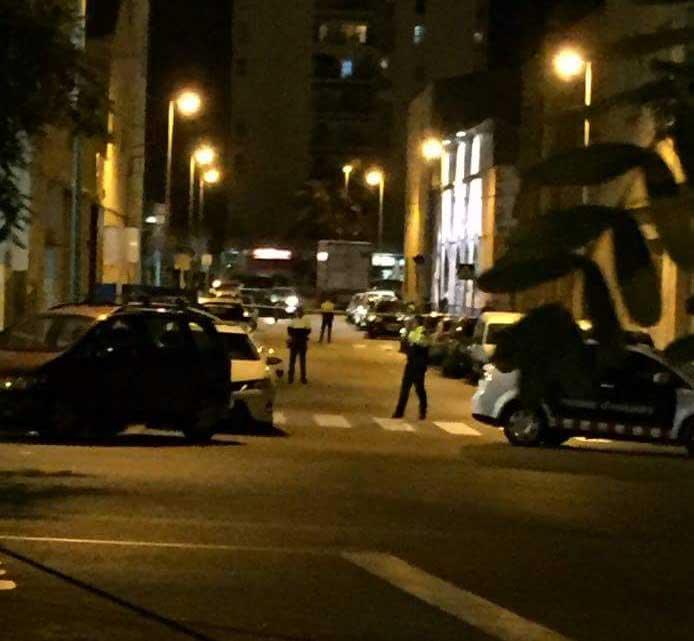 Los Mossos acordonaron la zona mientras se levantaba el cadáver. Foto: @Cerdanyolabarri