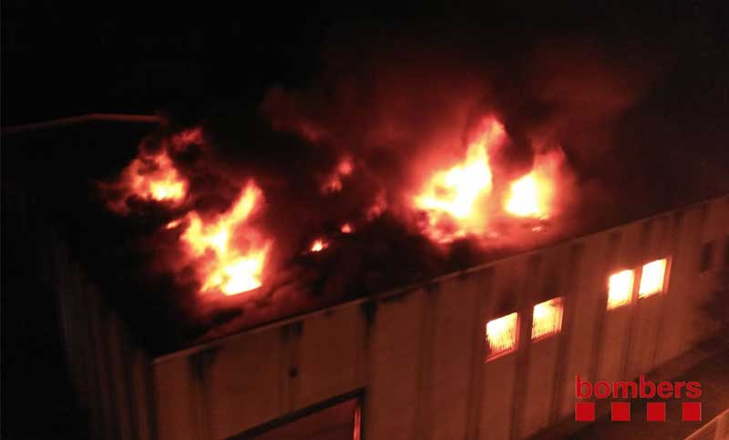 El fuego ha destruido completamente la empresa